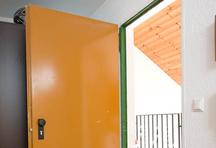 perfecta - Wohnungseingangstürwechsel ohne Dreck - Altes Türblatt