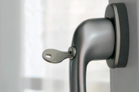 perfecta: Attraktives und praktisches Zubehör für Ihre Fenster, Türen und Rollläden. Zubehör